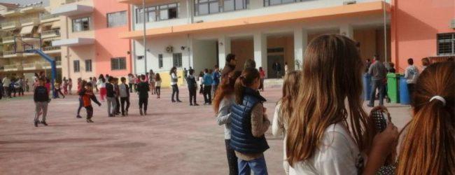 Σοκ στη Λαμία: Μαθητής γυμνασίου πυροβόλησε μέσα στο σχολείο του