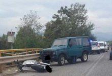 Σύγκρουση Ι.Χ αυτοκινήτου με μηχανάκι έξω από τα Τρίκαλα – Ενας 20χρονος στο Νοσοκομείο