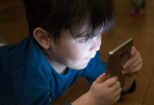 Παιδιά που περνούν πολύ χρόνο μπροστά σε οθόνες κινδυνεύουν περισσότερο από 12 θανάσιμους καρκίνους!