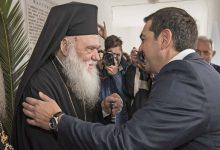Ο Τσίπρας προχωράει με νόμο μέχρι τον Γενάρη: Εξω από το μισθολόγιο του δημοσίου οι ιερείς